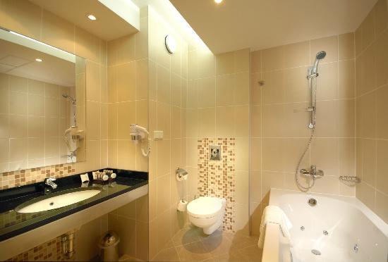Qubus Hotel Kielce: Bathroom