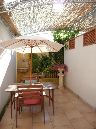 San Pietro in Bevagna, Itália: Il cortile della mia camera