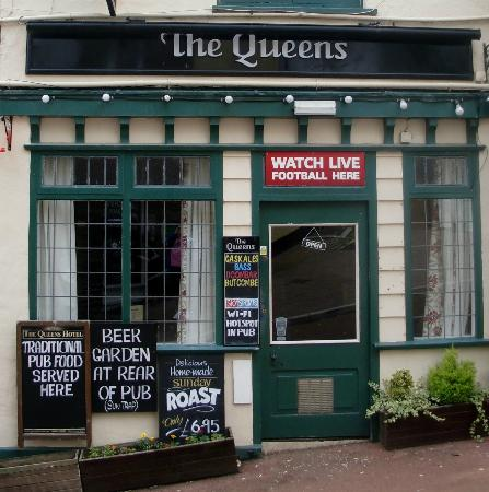 The Queens: Outside view