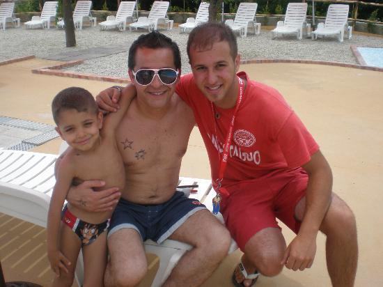 Villaggio Club La Feluca: Bordo piscina con Rocco il bagnino ;)
