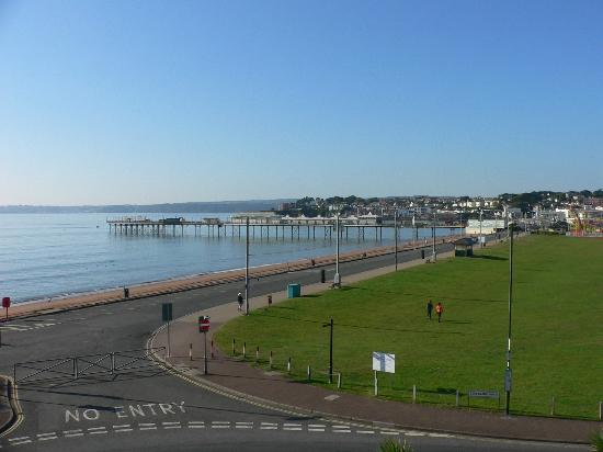 Redcliffe Lodge Hotel : View from our room toward the pier and harbour.
