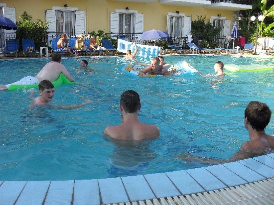 Aphrodite Apartments: Pool
