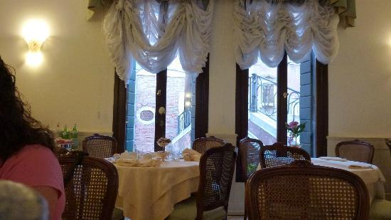 Hotel Bella Venezia: sala colazione