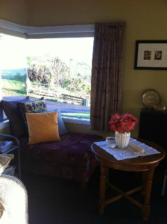 Simply the Best Bed & Breakfast: living room