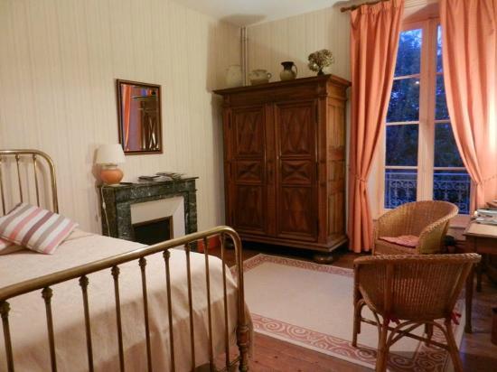 Manoir du Suguensou : Bedroom