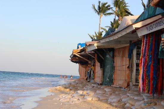 VIK Hotel Arena Blanca: Los puestos de la playa