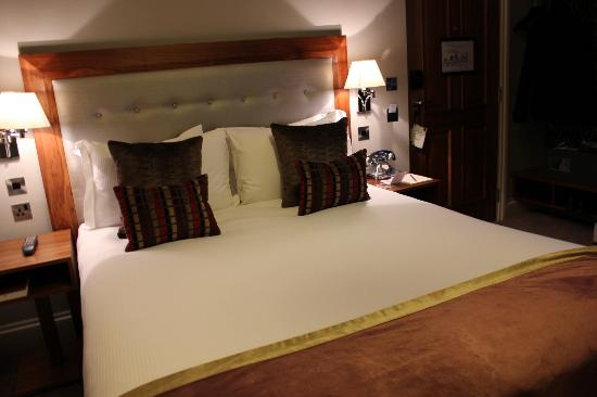 The Drayton Court Hotel: The Double Luxury Room double bed