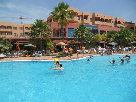 Apartamentos Pierre & Vacances Estepona: animación en la piscina