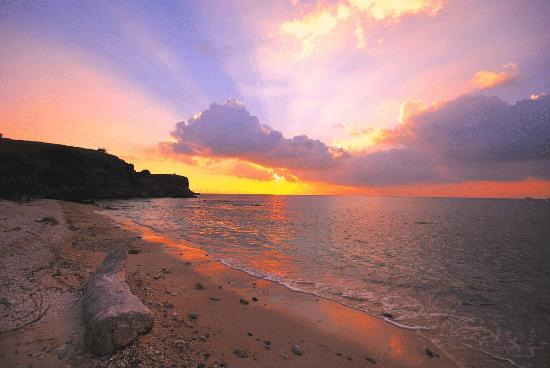 Angel Island Resort : Sunset on Sunset beach