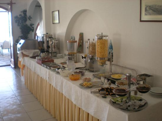 Hotel Eri: Something for everyone.... those eggs are the best!