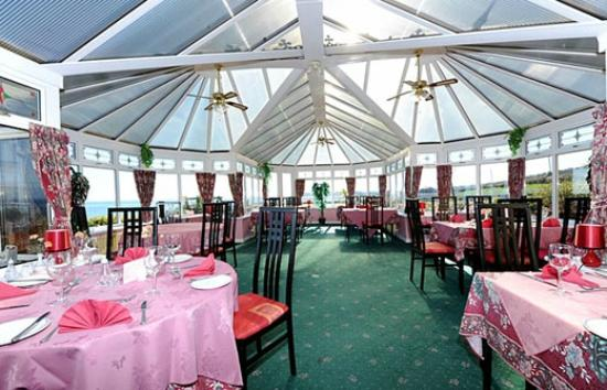 Lynden Heights: Restaurant conservatory area where you can enjoy your breakfast sitting beside the sea