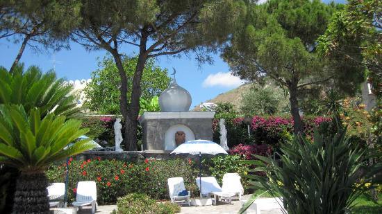 Giardini Termali Tropical: sunbed gardens