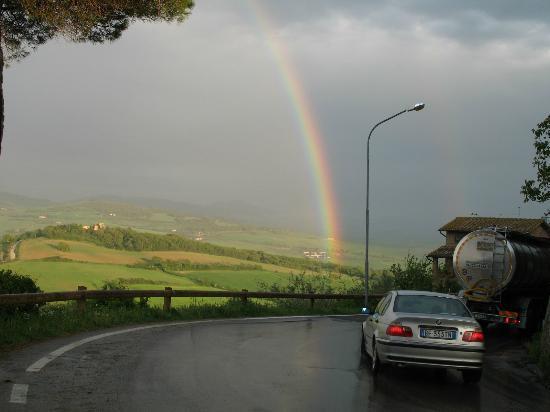 بيكولو هوتل لا فالي: View of Rainbow from Via Circonvallazione 