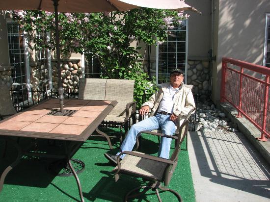 Holiday Inn Express Anchorage : Sonniges Plätzchen am Hoteleingang