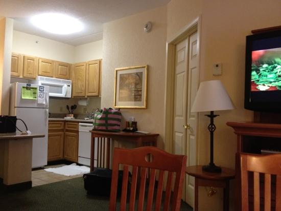 Homewood Suites by Hilton Eatontown : living room (lived in by us)