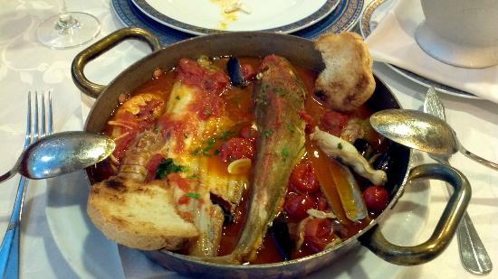 Francavilla Al Mare, Italy: It looks like a mess, but the traditional Pescara Fish Soup is even better than a Bouillabaisse