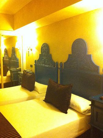 Salles Hotel Pere IV: Unser Zimmer
