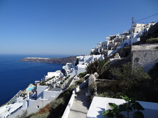Annio Furnished Apartments: view to Imerovigli and Oia