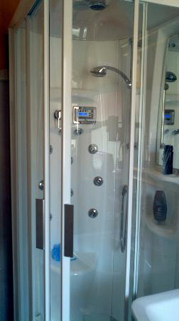 Hotel Guerra : Hi-tech shower - very efficient!