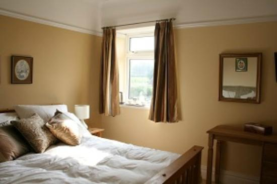 The Old Manse B & B: Double bedroom with sole use of stunning bathroom
