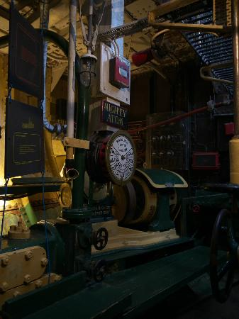 Port-Musée : Steam Tug 'St Denys' - Engine Room