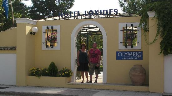Loxides Apartments: main entrance