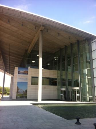 Palacio de Congresos de Valencia: lovely entrance to convention center