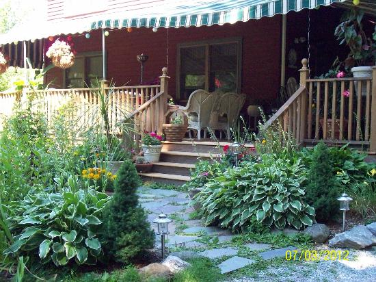 Eastgate Inn B&B: Entrance to back deck