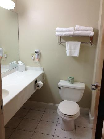 BEST WESTERN Plus Cold Spring: bathroom