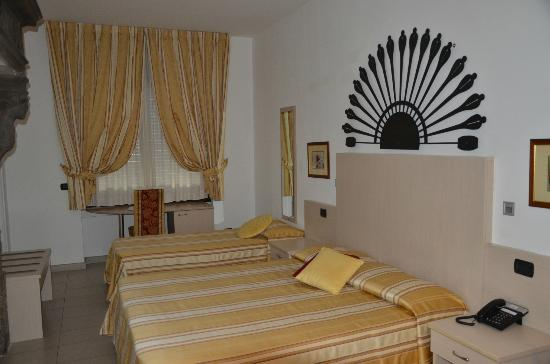 Hotel Fioroni : Our room