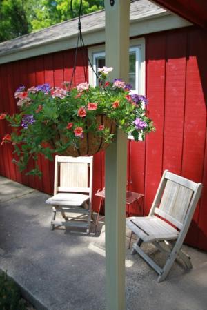 Phoenicia Lodge: Motel porch