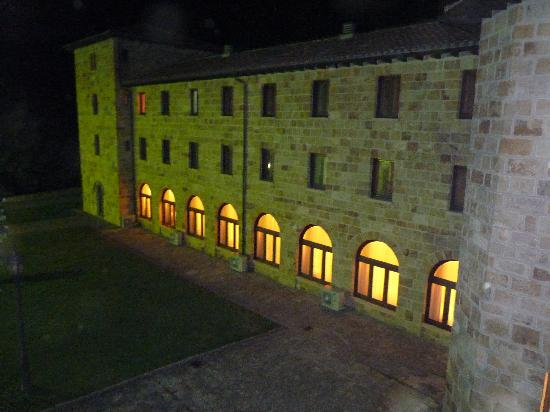 Hotel Hospederia de Leyre : Salle de restaurant vue de l'extérieur