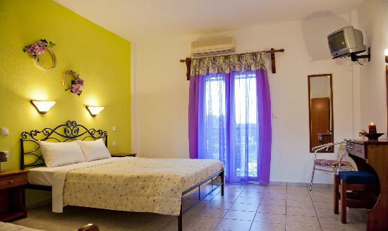 Manos Studios: Bedroom 3