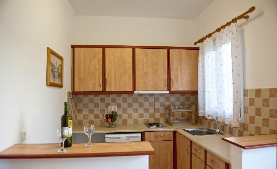 Manos Studios: Kitchen 2