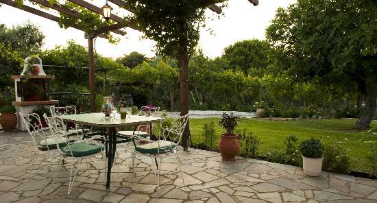 Manos Studios: Garden