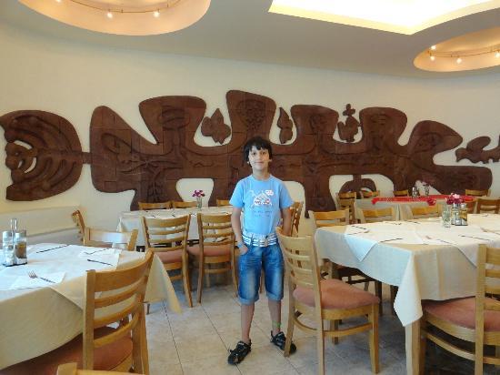 Marina Hotel: restaurant