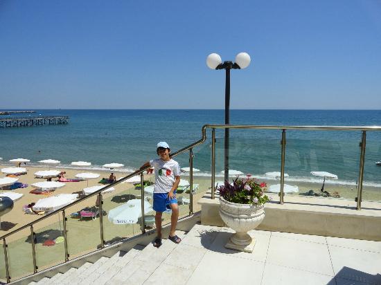 Marina Hotel: terrace to the beach