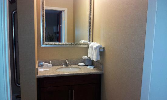 Residence Inn Scottsdale Paradise Valley: vanity one of the two bathrooms