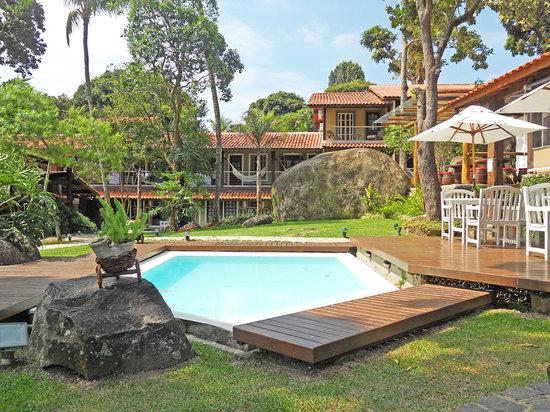 Porto Pacuiba Hotel: Amplo jardim