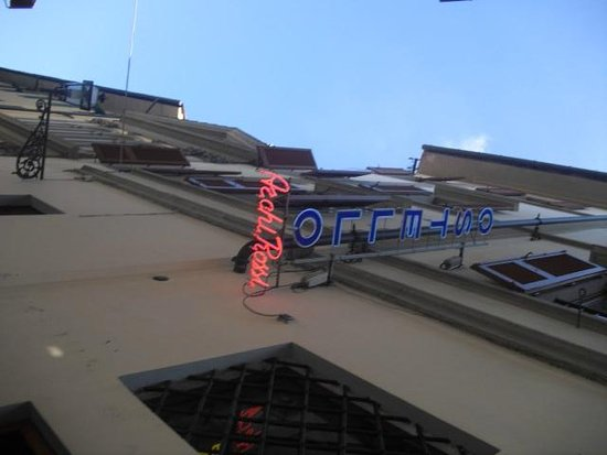 Hostel Archi Rossi: sign