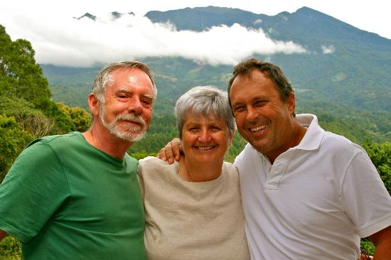 La Montana y el Valle Coffee Estate Inn: our wonderful hosts, Barry & Jane, with my husband