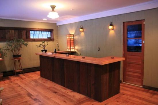 Phoenicia Lodge : Front Desk