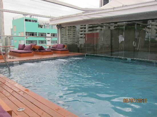 Galleria 10 Sukhumvit: Extremely Small Swimming Pool