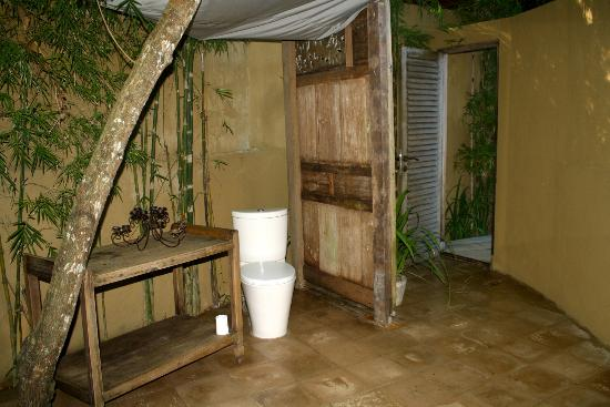 The Shaba Bali: Outdoor bathroom
