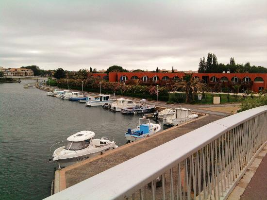 Le golf du Cap d'Agde : port and road
