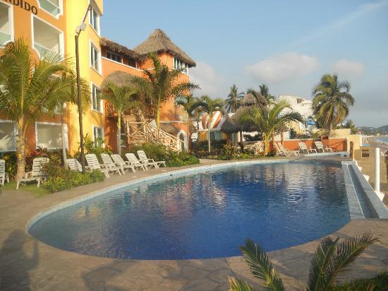 Hotelito Escondido Manzanillo: Hotel y alberca