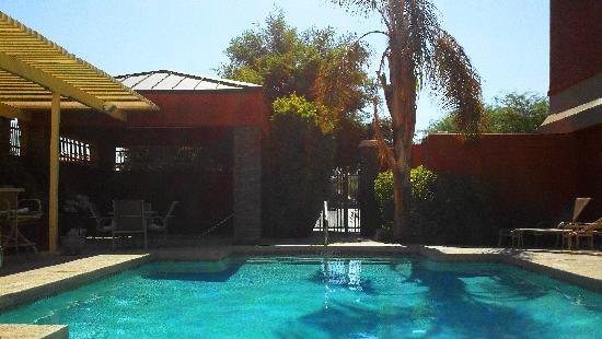 Holiday Inn Express Hotel & Suites Tempe: Pool area