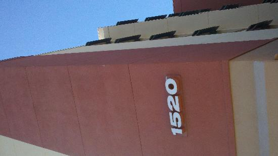 Holiday Inn Express Hotel & Suites Tempe: outside building