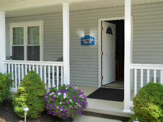 Graystone Cottages: Front porch