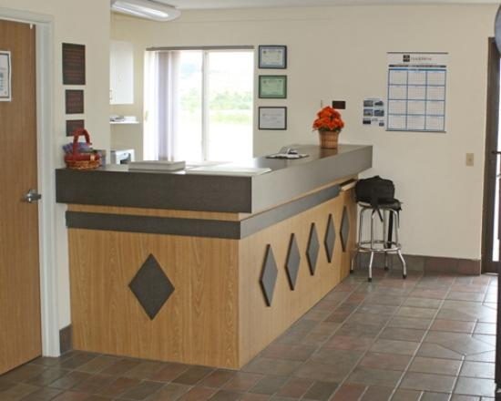 Iron Horse Inn: Front Desk